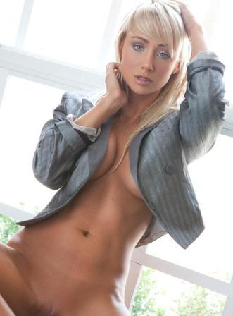 playboy playmate of the year 2007 sara jean underwood